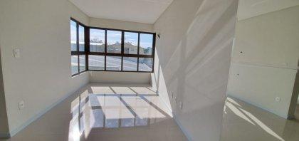 Imóvel bem localizado, composto de 2 dormitórios sendo 1 suíte, sala de estar/jantar, área de serviço e box duplo de garagem.