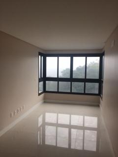 Imóvel todo rebaixado em gesso, excelente localização, padrão diferenciado.  2 Dormitórios com box duplo!