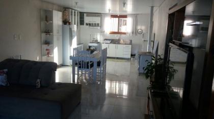Casa composta de 02 dormitórios sala de estar e jantar, cozinha, área de serviço, banheiro social, varanda com churrasqueira, piso porcelanato, esquadrias em grápia, entre em contato e agende sua visita.
