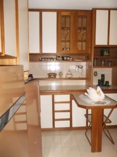 Ótimo apartamento de dois dormitórios, sala de estar, cozinha, área de serviço, banheiro e garagem, área privativa de 63,85m².