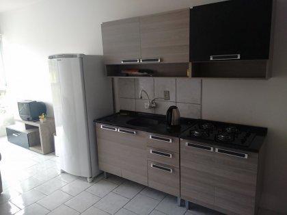 Apartamento de 02 dormitórios semimobiliado, possui sala de estar, cozinha, banheiro social, área de serviço e 01 box de garagem. Condomínio R$120,00 +IPTU.