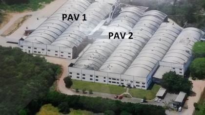 Pavilhão com 10.000m² de área, distribuídos em dois pavilhões , sendo um deles com 4400m² e o outro com 6000m². Pé direito com 5,5m de altura mais 3,5m do arco da estrutura do telhado. Refeitório para mais de 300 pessoas, transformador com capacidade para 1000Kva e fonte com água tratada. VALOR SOB CONSULTA