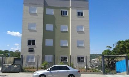 Apto com 2 dormitórios, com móveis sob medida, demais dependências, com garagem. Para maiores informações, ligue (54)3452.8453