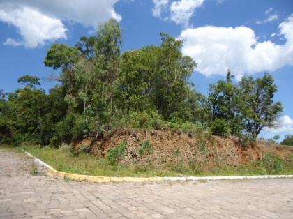 Terreno medindo 15 x 27 m, ESQUINA, local nobre, 100% residencial.