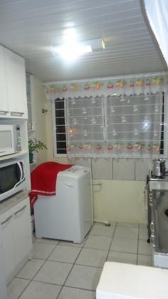 Apartamento de 2 dormitórios, sala, cozinha, banheiro, área de serviço, garagem, piso cerâmico em todos os ambientes.