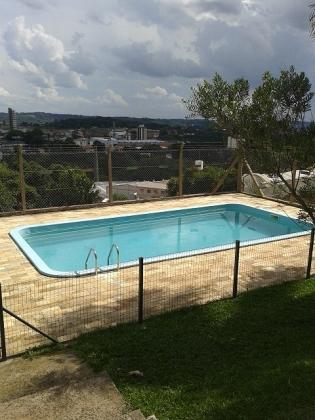 Terreno medindo 12X30m,  com quiosque e piscina.