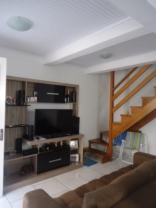 Lindo Sobrado, 2 pisos, primeiro piso, sala de estar/jantar, cozinha, banheiro, área de serviço separada, churrasqueira, garagem, segundo piso, 2 dormitórios, banheiro. ficam os móveis sob-medida.
