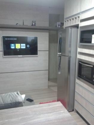 Apartamento com 02 dormitórios semimobilado, sala, cozinha, banheiro, sacada com churrasqueira, espera para água quente e 01 box de garagem.