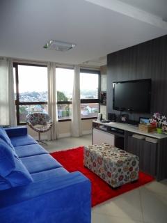 Apartamento de 2 dormitórios, semimobiliado, com sacada fechada integrada ao ambiente, sala de jantar/estar, churrasqueira, splits permanecerão, banheiro social, box duplo.