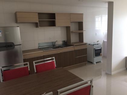 Apartamento amplo em excelente localização com 50,00 m² privativos, 1 dormitório com sacada fechada, churrasqueira, sala, cozinha, área de serviço, banheiro e garagem. Apartamento fica mobiliado.