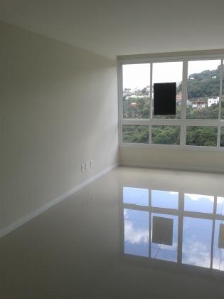 Apartamento NOVO pronto para morar com 02 dormitórios, sala, cozinha, banheiro, área de serviço, espera para água quente, churrasqueira e box de garagem.