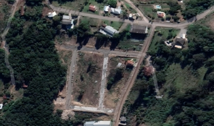 Terreno 17 com área total 279,57 m²,  frente Sul 10,00 m², lado direito Oeste 27,75 m², lado esquerdo Leste 28,16 m², fundo Norte 10,01.