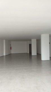 Tomasi Imóveis aluga sala comercial no Maria Goretti.  O imóvel possui aproximadamente 130m², 2 banheiros e vagas de estacionamento.  Agende sua visita.