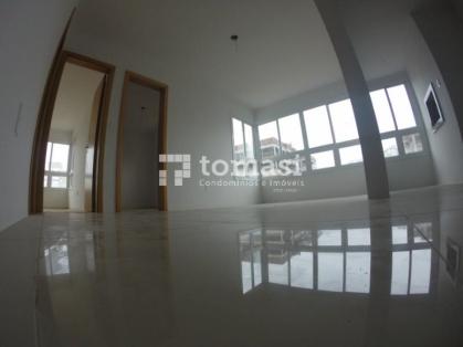 TOMASI Imóveis vende, apartamento de 2 dormitórios e box de garagem próximo ao Centro.