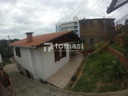 TOMASI Imóveis vende, casa de 2 andares mista com 3 dormitórios e garagem para 4 carros.
