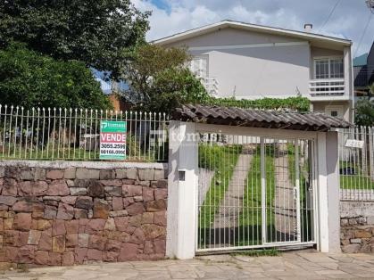 TOMASI Imóveis vende e/ou aluga, excelente casa com 3 dormitórios, 2 banheiros e garagem para 3 veículos com 164m² de área privativa.
