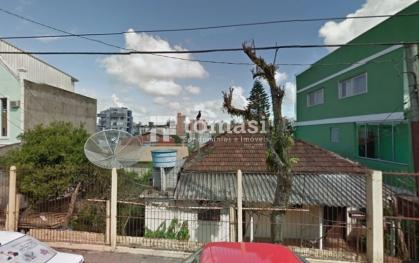 TOMASI Imóveis vende, casa com área comercial com 17m de frente.