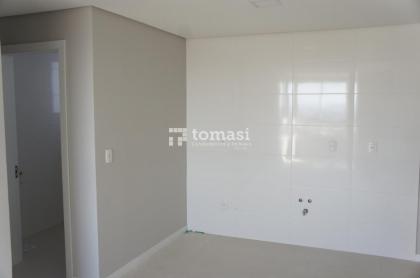 TOMASI Imóveis aluga, apartamento de 1 dormitório com box de garagem no bairro São Francisco.
