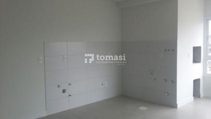 TOMASI Imóveis VENDE Excelente apartamento de 02 dormitórios, banheiro, 01 box na garagem e demais dependências em ótimo residencial, localizado no bairro Fenavinho.