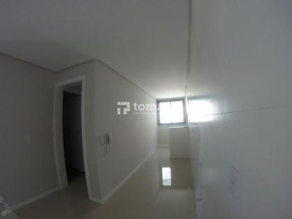 TOMASI Imóveis VENDE Em excelente condomínio, apartamento de 02 dormitórios, banheiro, sala, cozinha/área de serviço e 01 vaga na garagem. Ótima localização no bairro Borgo.