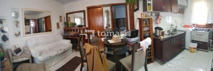 TOMASI Imóveis VENDE Casa de 02 dormitórios, banheiro, sala, cozinha, área de serviço e espaço para garagem, no bairro São Roque.