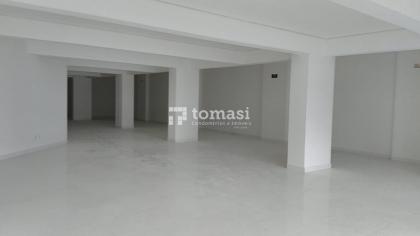 TOMASI IMOVEIS Aluga - Excelente sala comercial, no bairro são roque, com 4 banheiros