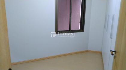 TOMASI IMOVEIS Aluga: Excelente apartamento semimobiliado, no bairro centro, com 2 dormitórios