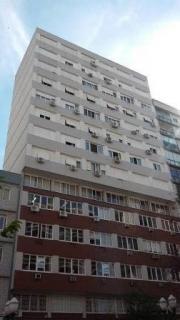 VENDA COM EXCLUSIVIDADE! Apartamento localizado no Centro  de Bento Gonçalves, em frente a  Praça Via Del Vino, composta de 03 dormitórios, sala estar/jantar, cozinha, banheiro, lavabo, dependência de empregada com banheiro, garagem.