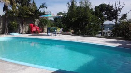ÁREA DE TERRA COM 4.800M2 SENDO DE 13,00 m x 25,0 m x 35,00 m X 107,00 m tem salão de festa de 14,00m X 8,00m mais garagens para 2 carros, piscina de 10 metros, tem água de fonte e água de corsan, luz muitas frutas toda cercada na frente