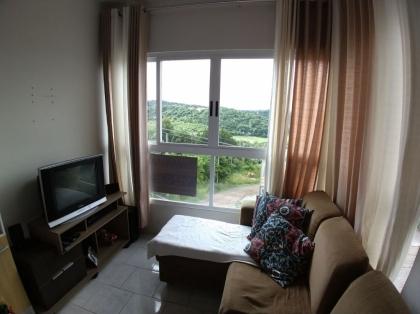 Excelente Apartamento de 02 dormitórios mobiliado. Imóvel com linda vista para o vale dos vinhedos. Ótimo acabamento, sacada integrada, churrasqueira. Confira as fotos e marque uma visita pelo fone (54) 9.9942-2220.